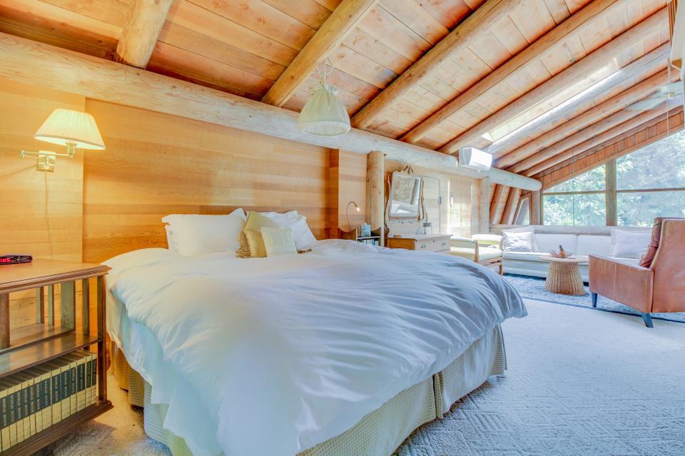 The Lodge - Greenbank Vacation Rental - Photo 10