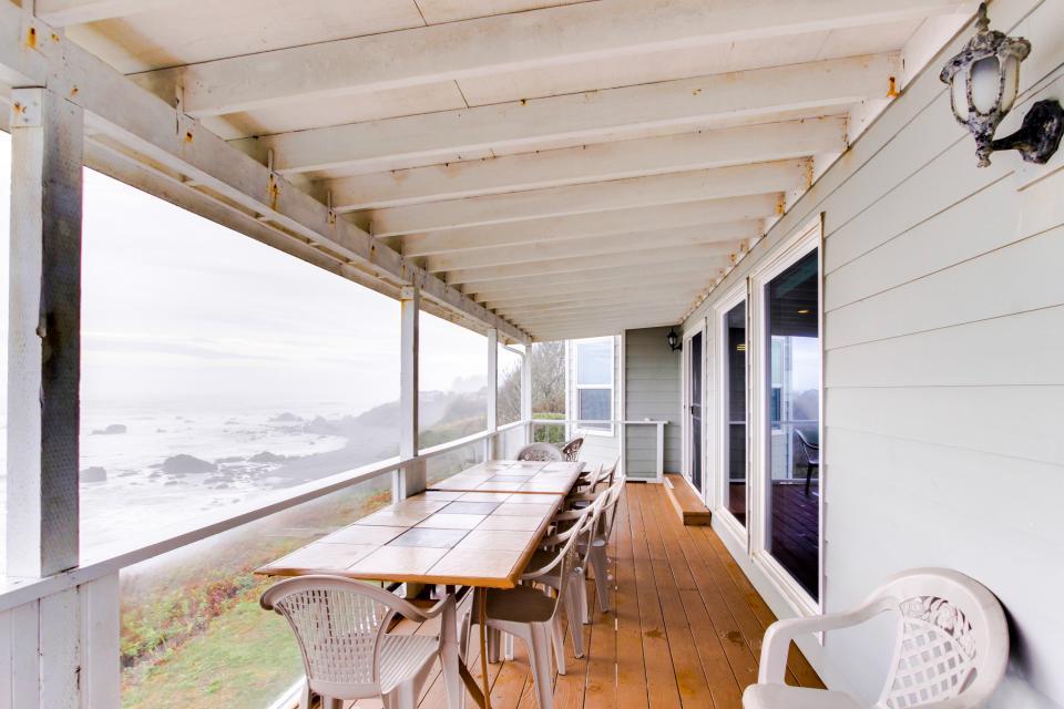 Brookings oceanfront estate 4 bd vacation rental in for Cabin rentals brookings oregon