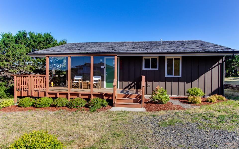 Tradewinds Cottage - Waldport Vacation Rental - Photo 5