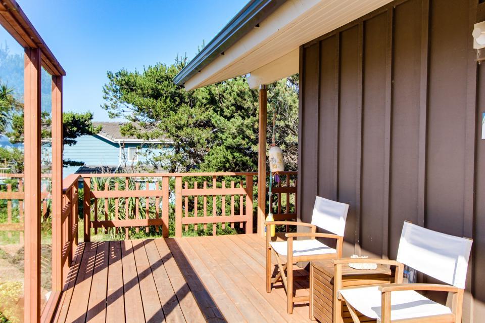 Tradewinds Cottage - Waldport Vacation Rental - Photo 6