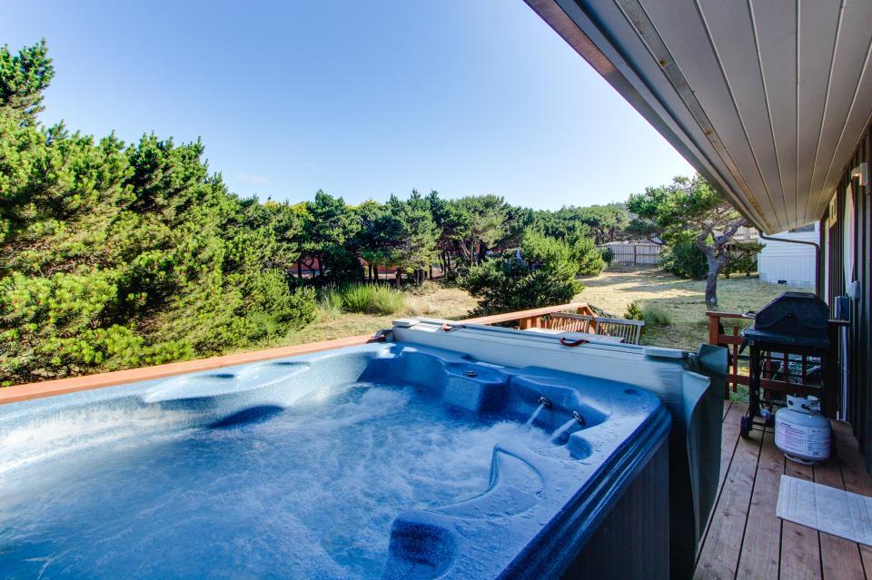 Tradewinds Cottage - Waldport Vacation Rental - Photo 21