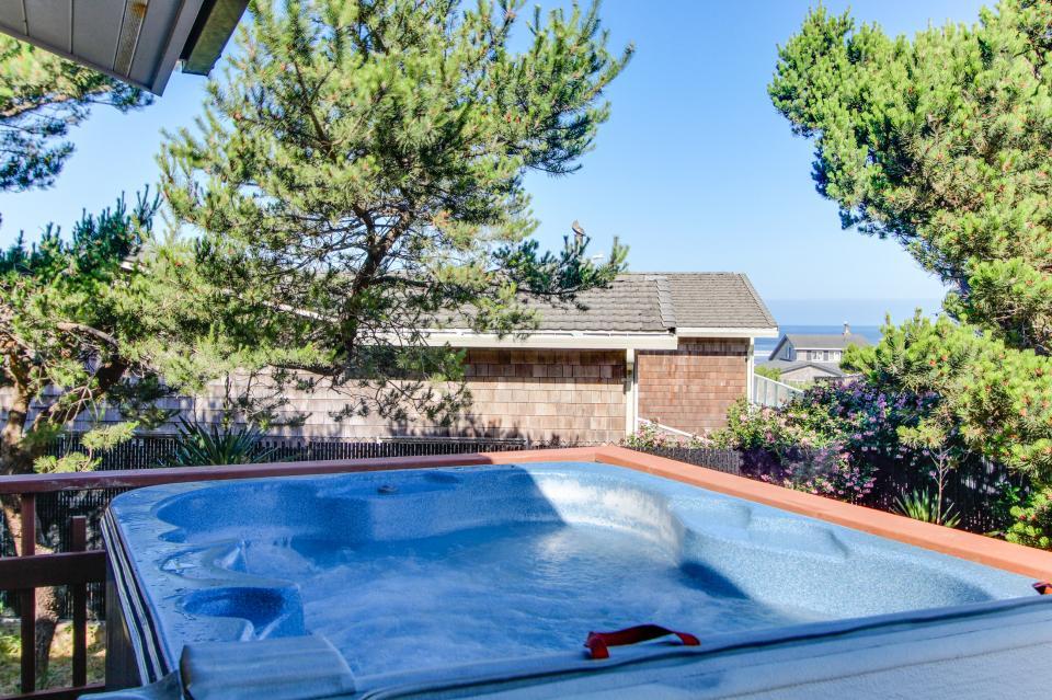 Tradewinds Cottage - Waldport - Take a Virtual Tour