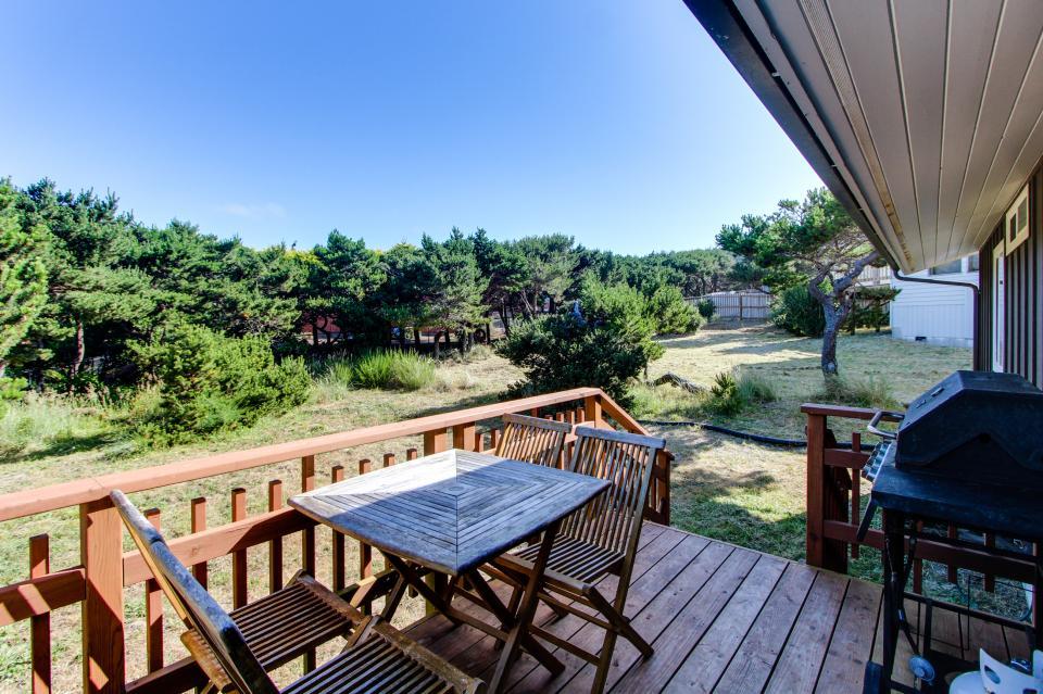 Tradewinds Cottage - Waldport Vacation Rental - Photo 2