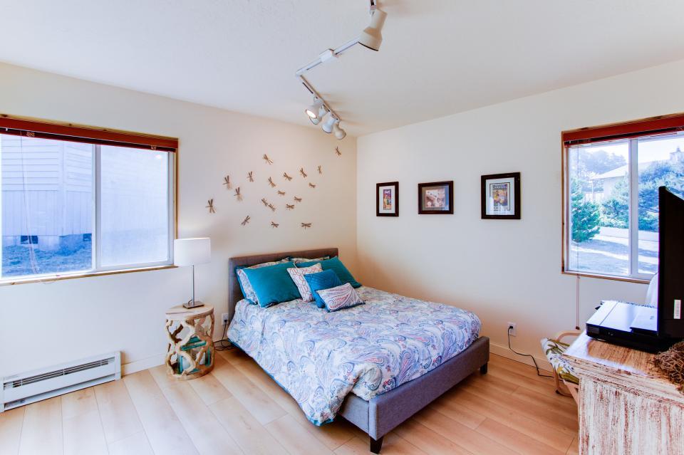 Tradewinds Cottage - Waldport Vacation Rental - Photo 13