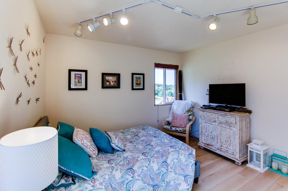 Tradewinds Cottage - Waldport Vacation Rental - Photo 14