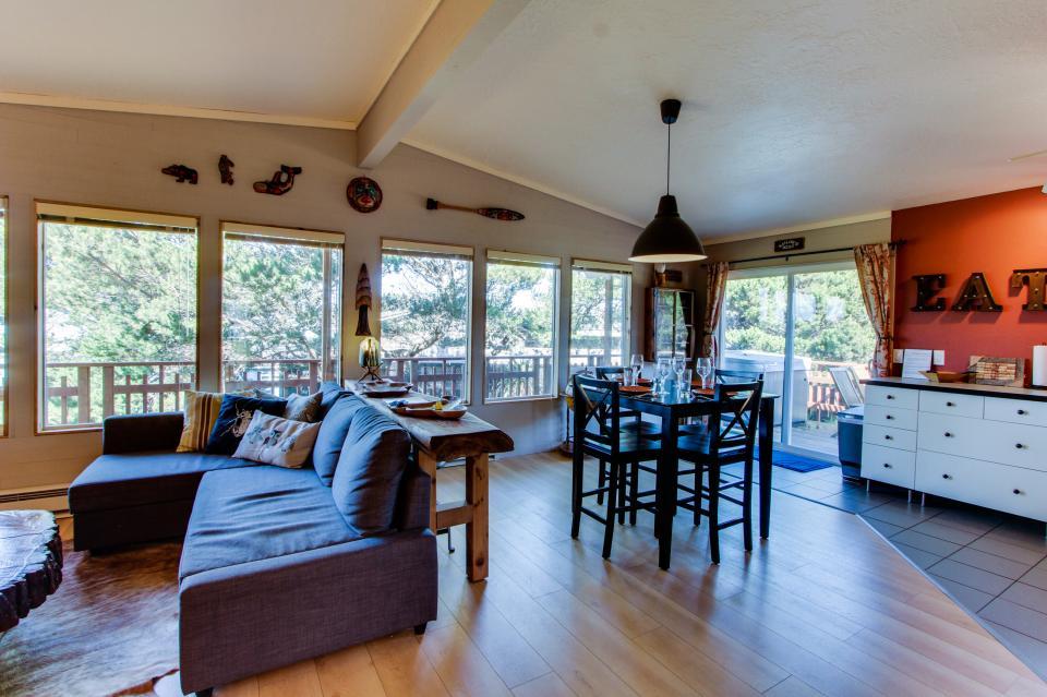 Tradewinds Cottage - Waldport Vacation Rental - Photo 8