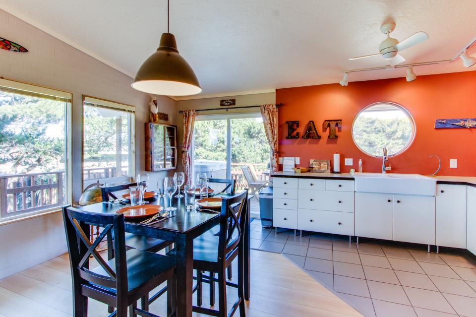 Tradewinds Cottage - Waldport Vacation Rental - Photo 11