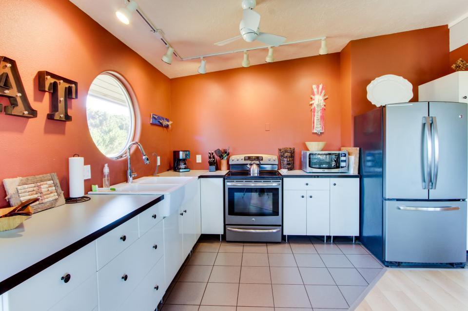 Tradewinds Cottage - Waldport Vacation Rental - Photo 10
