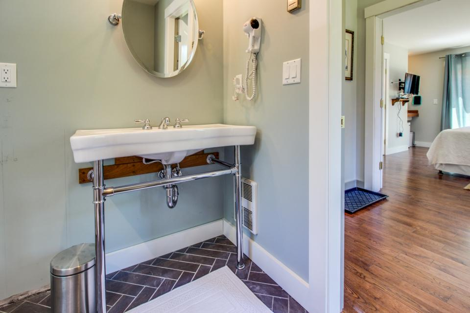 The Mermaid Suite - Vineyard Haven Vacation Rental - Photo 15