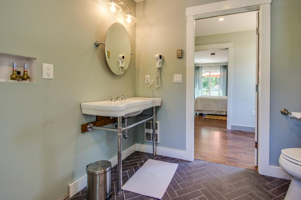 The Mermaid Suite - Vineyard Haven Vacation Rental - Photo 16