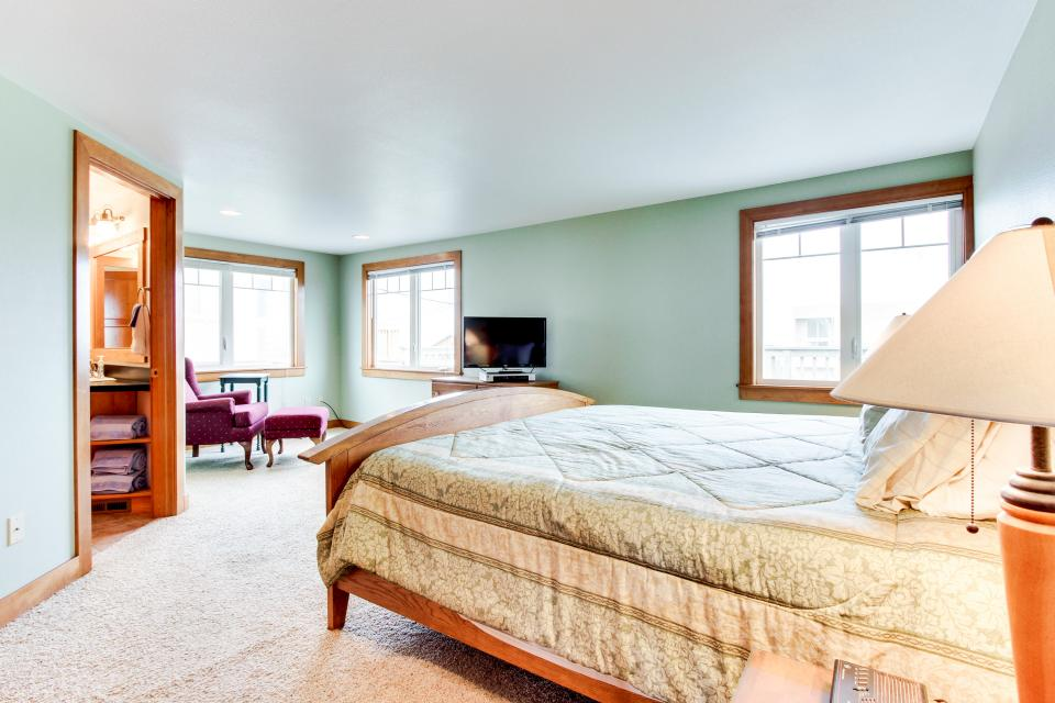 Ocean Front Sunsets | 4 BD Vacation Rental in Pacific City, OR ...