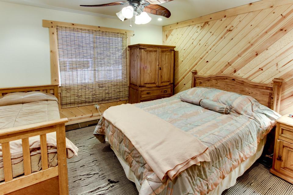 Tamarack Mountain Home - South Lake Tahoe Vacation Rental - Photo 13