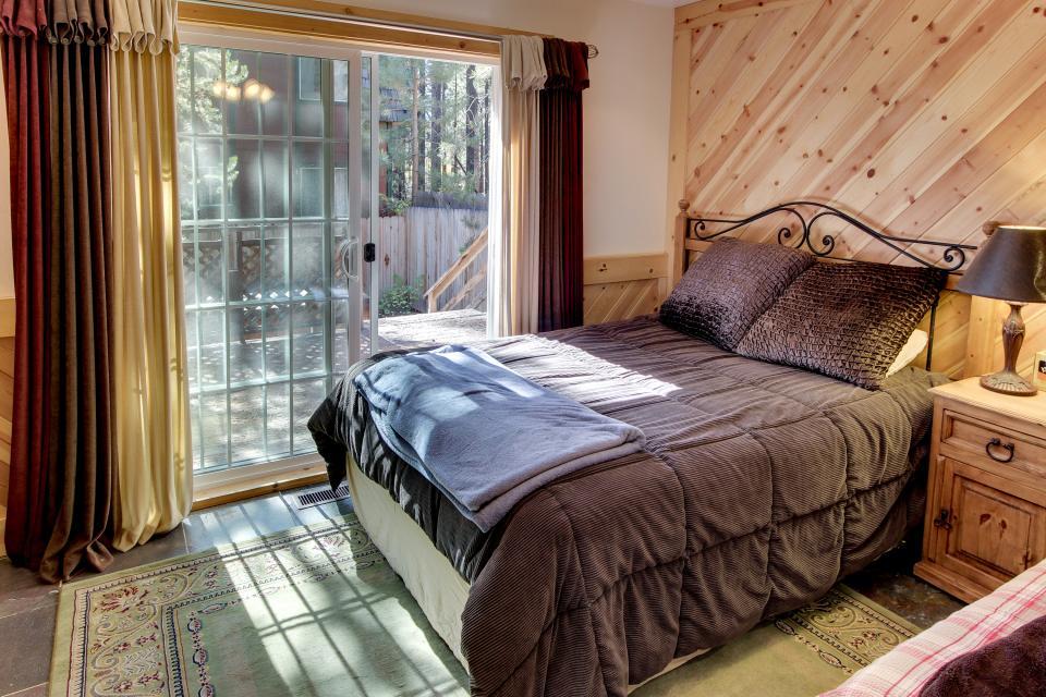 Tamarack Mountain Home - South Lake Tahoe Vacation Rental - Photo 15