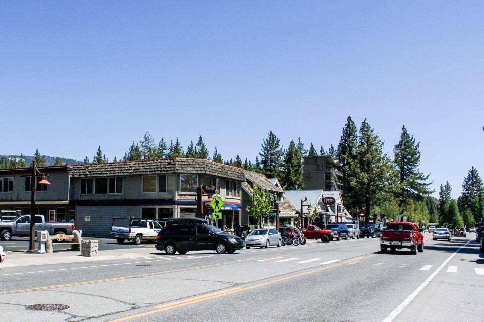Tamarack Mountain Home - South Lake Tahoe Vacation Rental - Photo 27
