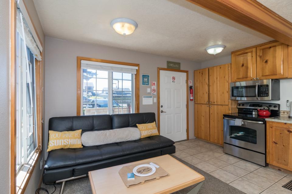 Beaches Inn | Sandpiper Pier Cottage - Cannon Beach Vacation Rental - Photo 2