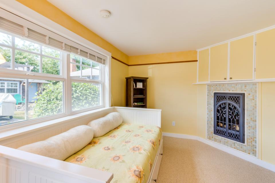Hidden Villa Cottage #5 - The Sunflower Cottage - Cannon Beach Vacation Rental - Photo 10