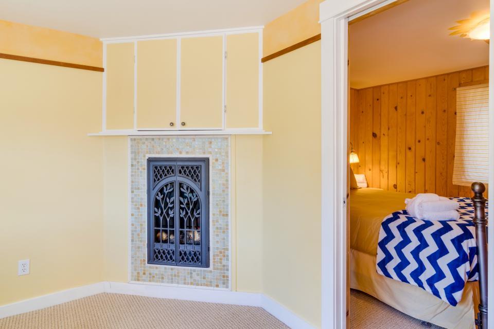 Hidden Villa Cottage #5 - The Sunflower Cottage - Cannon Beach Vacation Rental - Photo 13
