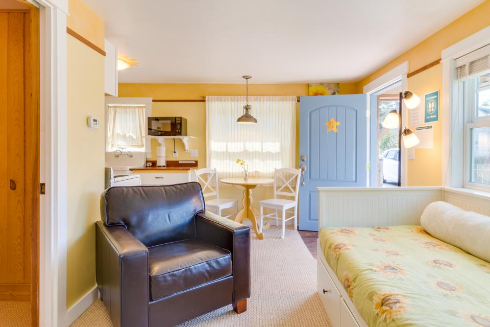 Hidden Villa Cottage #5 - The Sunflower Cottage - Cannon Beach Vacation Rental - Photo 9