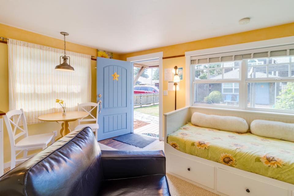 Hidden Villa Cottage #5 - The Sunflower Cottage - Cannon Beach Vacation Rental - Photo 7
