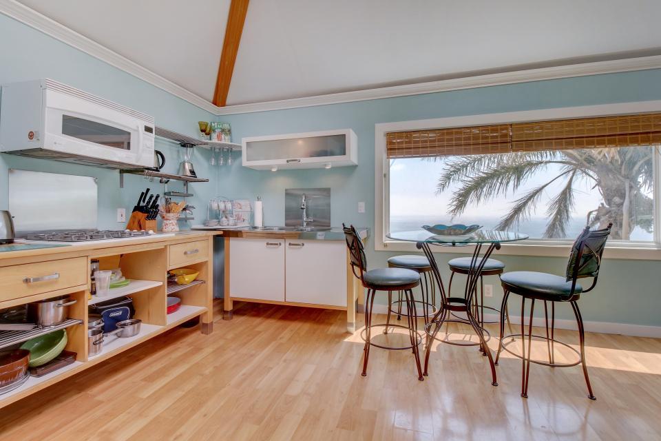 Ocean Sunsets Suite + Malibu Beachcomber Bungalow - Malibu Vacation Rental - Photo 9