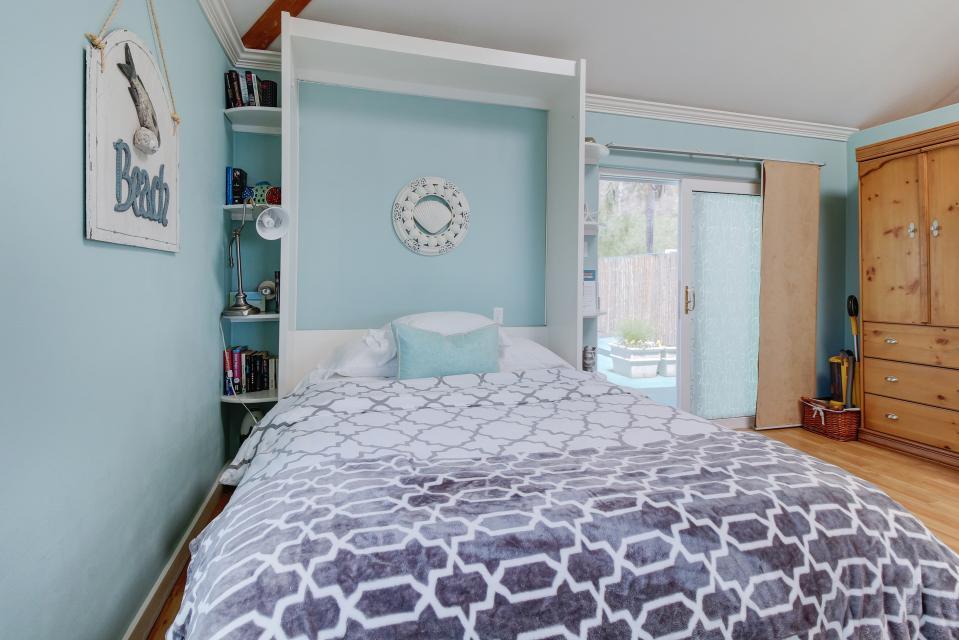 Ocean Sunsets Suite + Malibu Beachcomber Bungalow - Malibu Vacation Rental - Photo 17