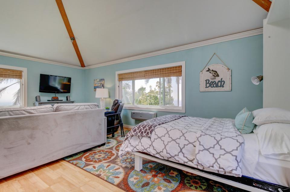 Ocean Sunsets Suite + Malibu Beachcomber Bungalow - Malibu Vacation Rental - Photo 10