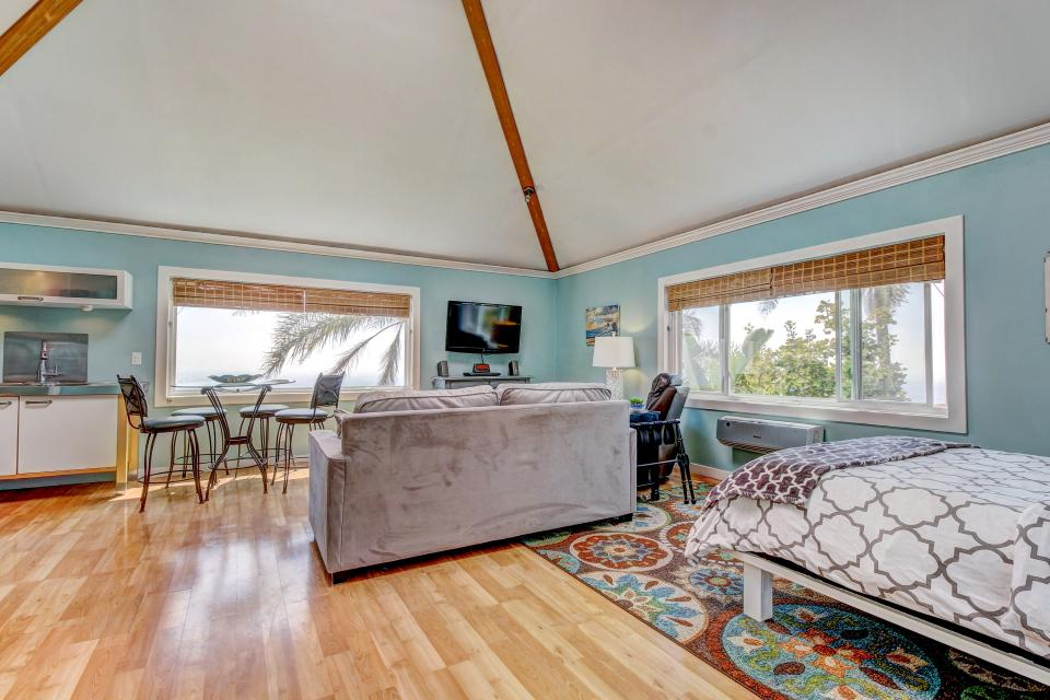Ocean Sunsets Suite + Malibu Beachcomber Bungalow - Malibu Vacation Rental - Photo 19