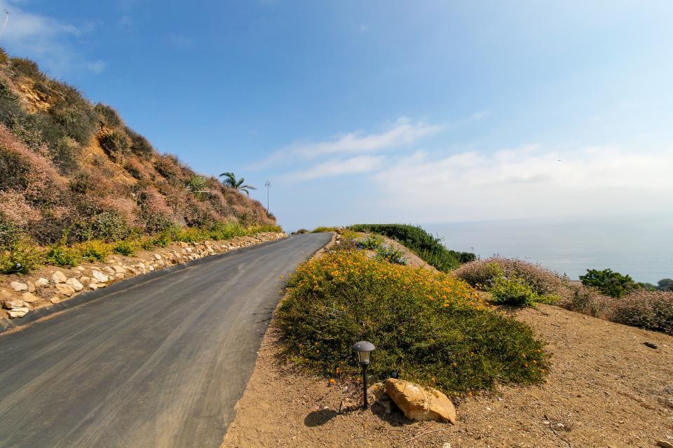 Ocean Sunsets Suite + Malibu Beachcomber Bungalow - Malibu Vacation Rental - Photo 56