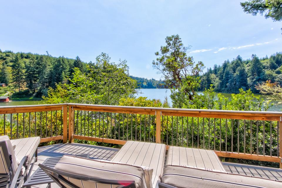 Blacks Arm Luxury Home - Boat-Access Only - Lakeside Vacation Rental - Photo 42