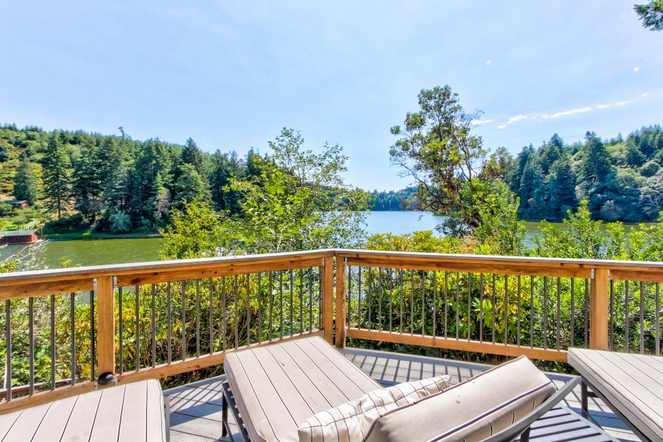 Blacks Arm Luxury Home - Boat-Access Only - Lakeside Vacation Rental - Photo 35