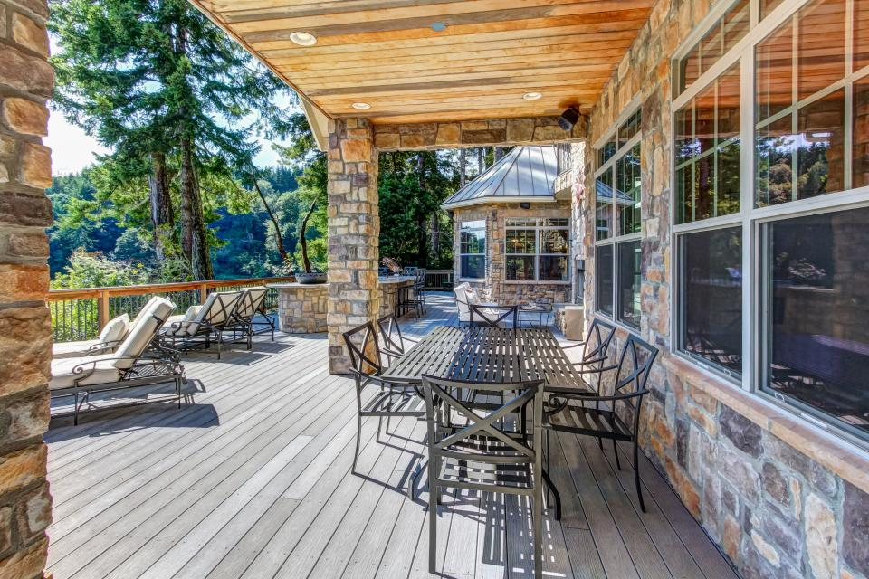 Blacks Arm Luxury Home - Boat-Access Only - Lakeside Vacation Rental - Photo 32