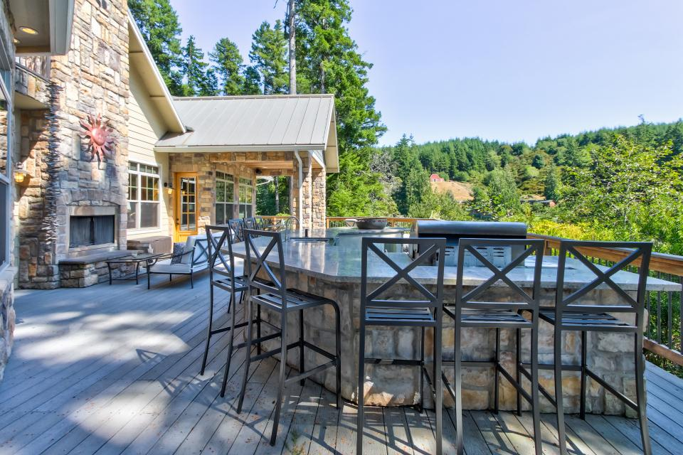 Blacks Arm Luxury Home - Boat-Access Only - Lakeside Vacation Rental - Photo 40