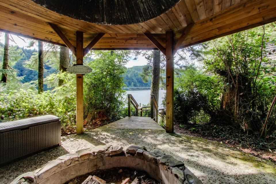 Blacks Arm Cottage - Boat-Access only - Lakeside Vacation Rental - Photo 2
