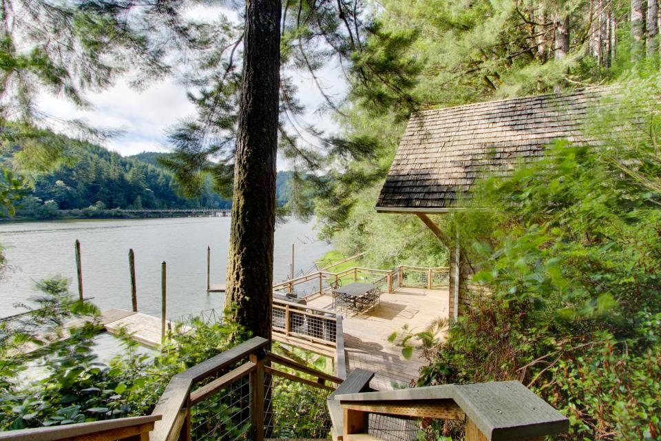 Blacks Arm Cottage - Boat-Access only - Lakeside Vacation Rental - Photo 27