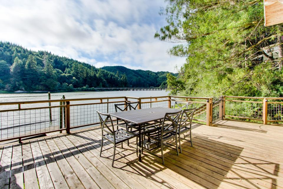 Blacks Arm Cottage - Boat-Access only - Lakeside Vacation Rental - Photo 23