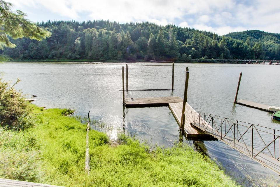 Blacks Arm Cottage - Boat-Access only - Lakeside Vacation Rental - Photo 29