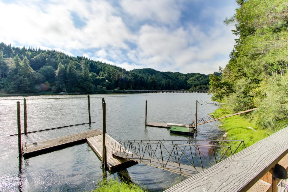 Blacks Arm Cottage - Boat-Access only - Lakeside Vacation Rental - Photo 30