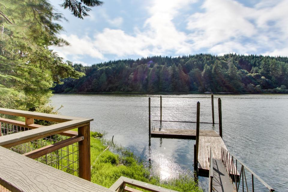 Blacks Arm Cottage - Boat-Access only - Lakeside Vacation Rental - Photo 31