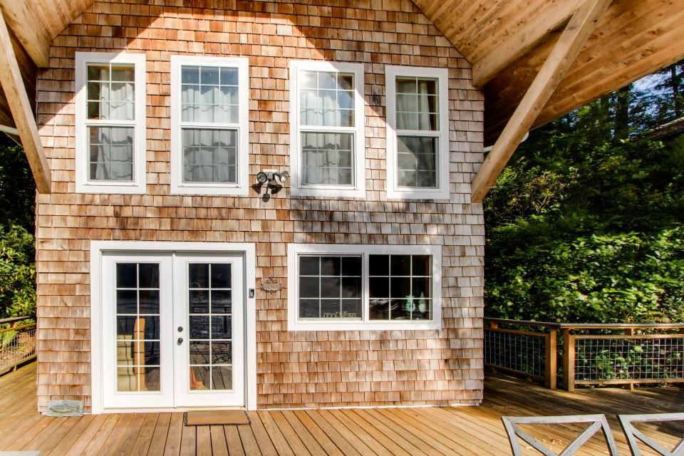 Blacks Arm Cottage - Boat-Access only - Lakeside Vacation Rental - Photo 22