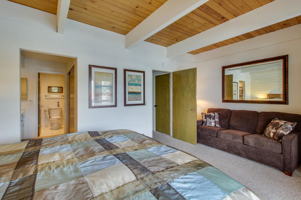 The Keys R&R - South Lake Tahoe Vacation Rental - Photo 14