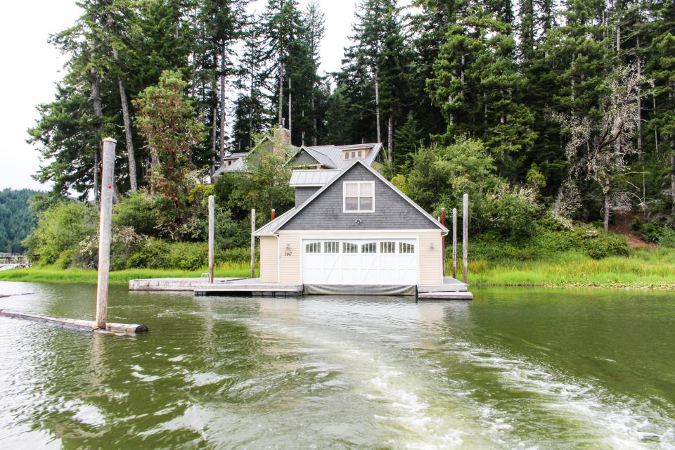 Blacks Arm Luxury Home with Boat House - Boat-Access Only - Lakeside Vacation Rental - Photo 29