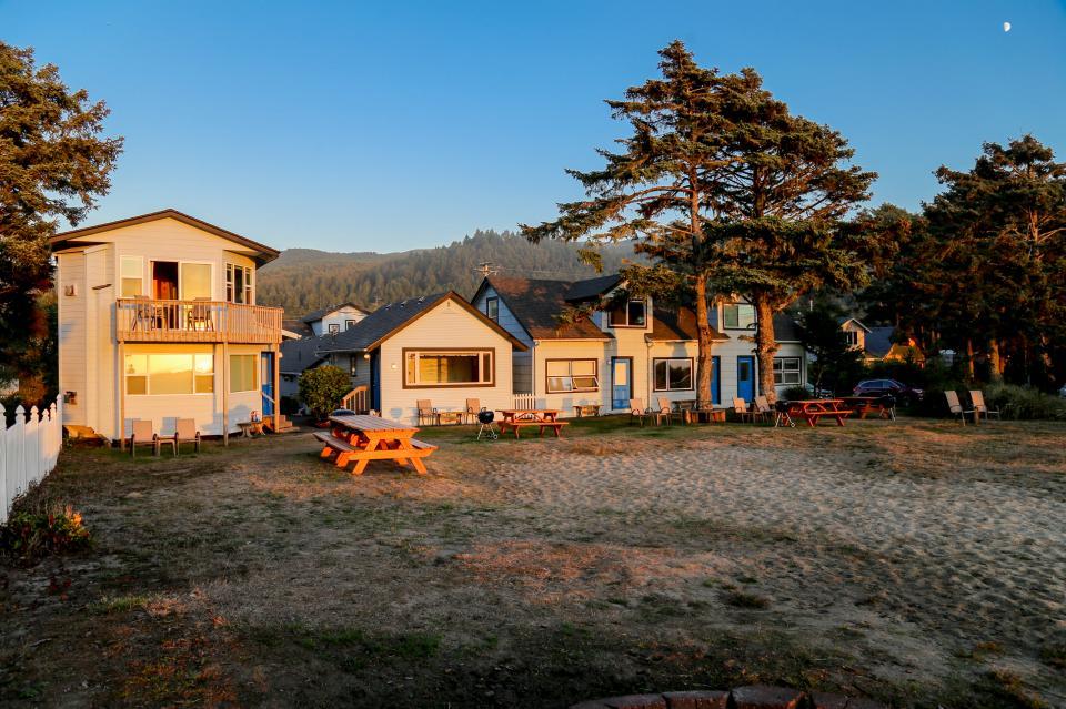 Ocean Rogue Inn Unit 8 - Rockaway Beach Vacation Rental - Photo 19