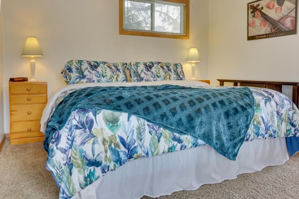 Ocean Rogue Inn Unit 8 - Rockaway Beach Vacation Rental - Photo 11