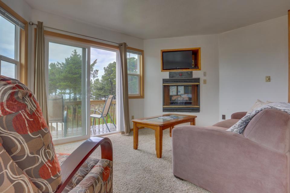 Ocean Rogue Inn Unit 8 - Rockaway Beach Vacation Rental - Photo 5