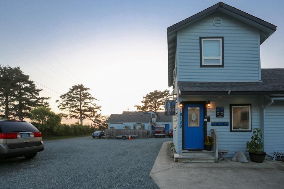Ocean Rogue Inn Unit A - Rockaway Beach Vacation Rental - Photo 9