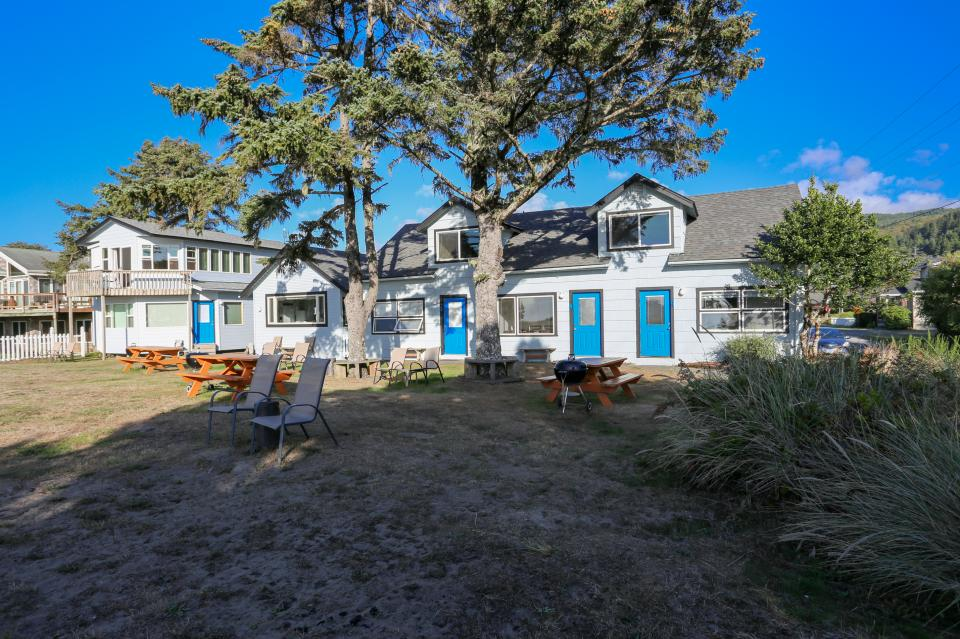 Ocean Rogue Inn Unit A - Rockaway Beach Vacation Rental - Photo 5