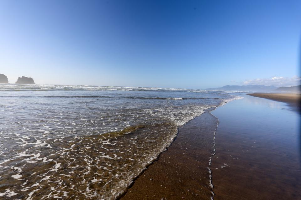 Ocean Rogue Inn Unit A - Rockaway Beach Vacation Rental - Photo 6