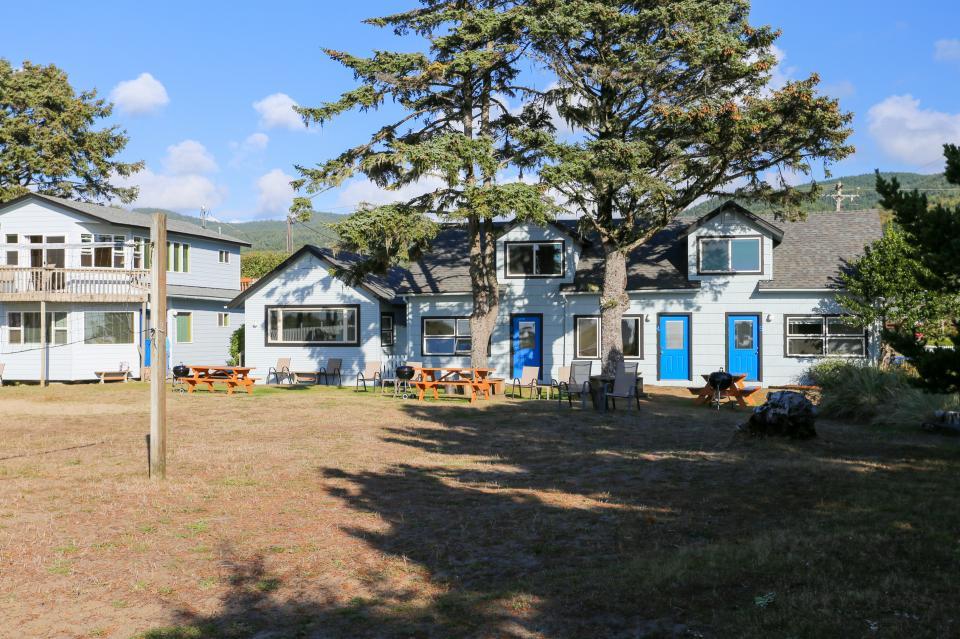 Ocean Rogue Inn Unit A - Rockaway Beach Vacation Rental - Photo 22