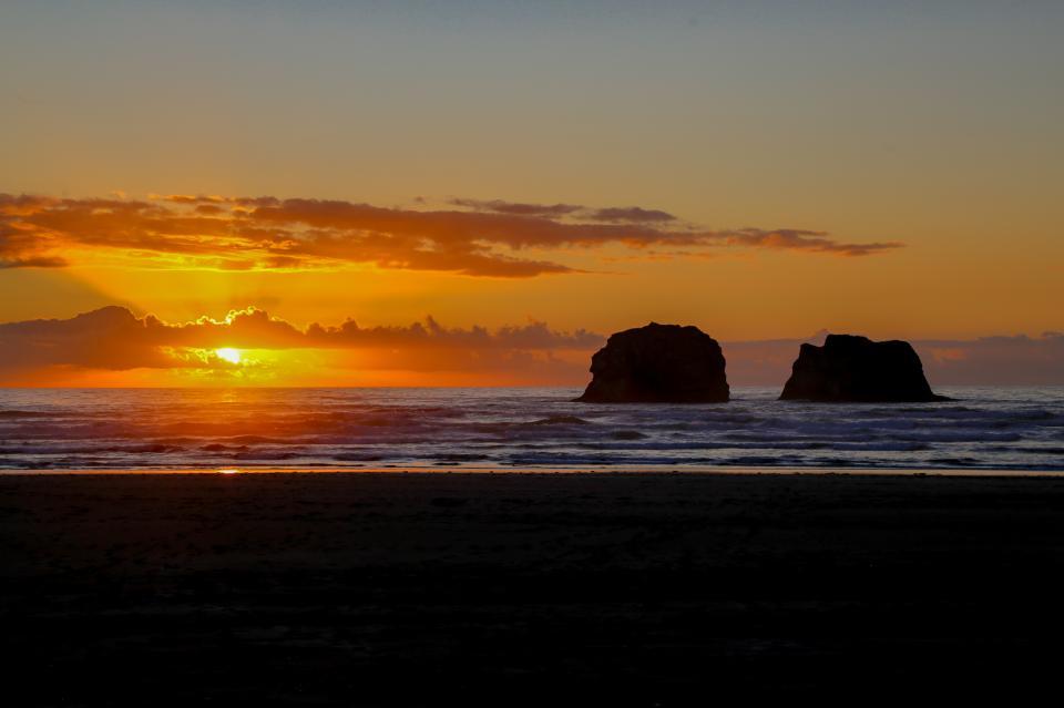Ocean Rogue Inn Unit A - Rockaway Beach Vacation Rental - Photo 3