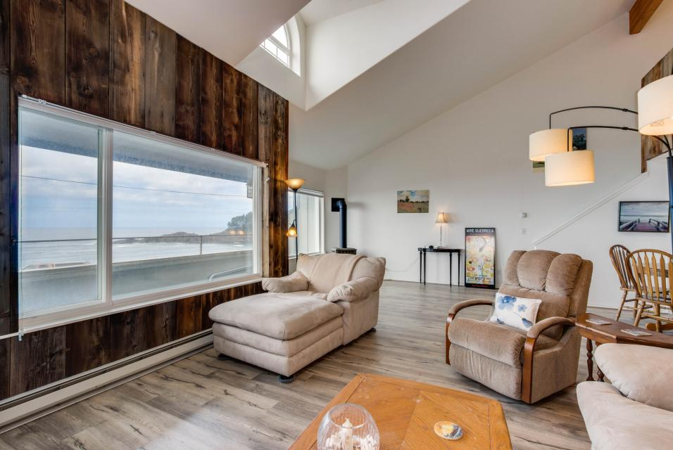 Whaler's Getaway - Depoe Bay Vacation Rental - Photo 8